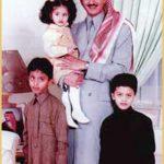 صورة مع أولادي عبد الله وسلطان والعنود