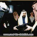 صورة مع الشيخ علي جابر الأحمد الصباح