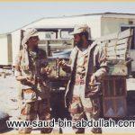 صورة اثناء حرب تحرير الكويت 1991 أمام مستودع أسلحة عراقي