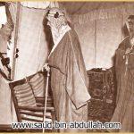 صورة يظهر فيها جدي لوالدتي الأمير سعود بن عبد العزيز ( سعود الكبير ) – يرحمه الله – مع الملك عبد العزيز – يرحمه الله –